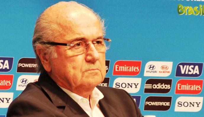 Blatter conduz coletiva de encerramento da Copa do Mundo  (Foto: Vicente Seda)