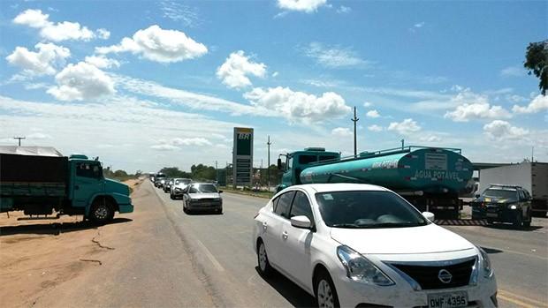Na BR-304, em Macaíba, rodovia foi interditada e desbloqueada duas vezez nesta segunda (Foto: Divulgação/PRF)