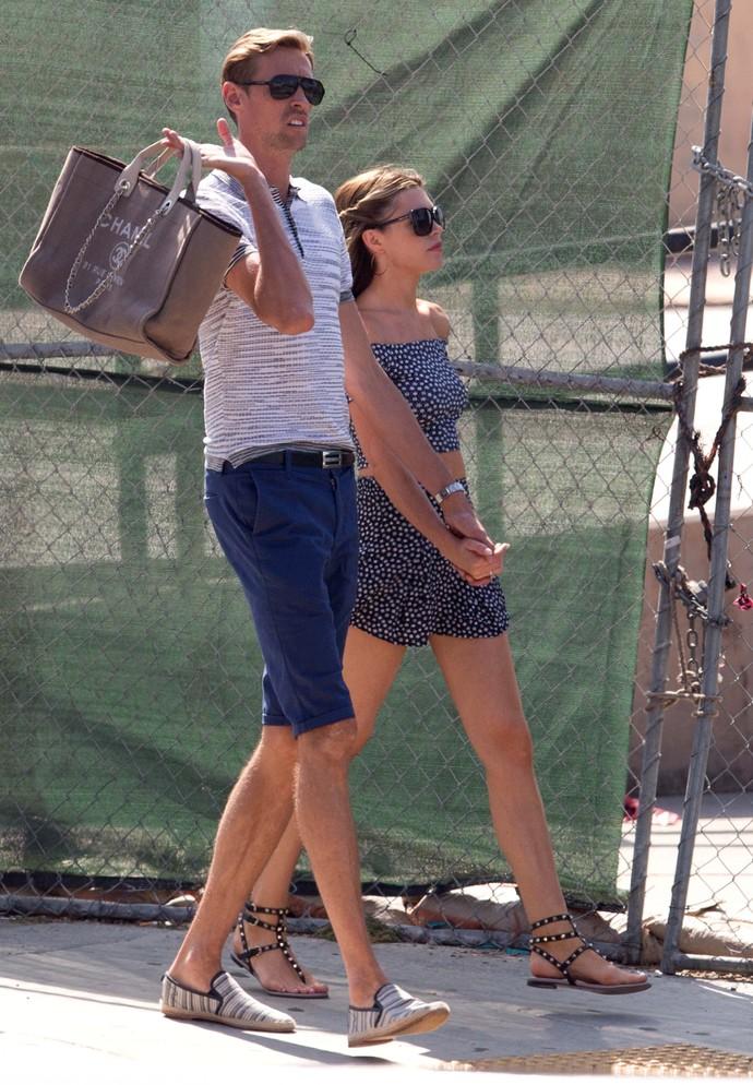 Peter Crouch passeia com a mulher Abbey Clancy em Los Angeles (Foto: Splash News/AKM-GSI)