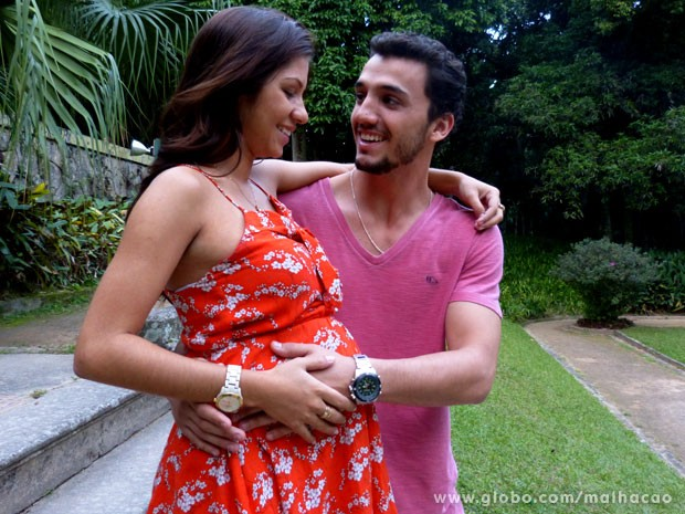 Pedro Cassiano apresenta sua filha, Laura (Foto: Malhação / Tv Globo)
