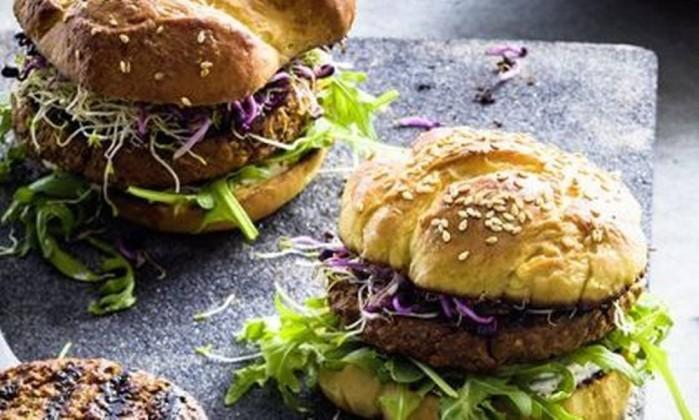 Cada pacote com dois hambúrgueres custará 8,95 francos (US$ 9,24) (Foto: Divulgação )