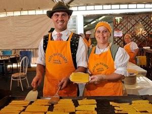 100 voluntários trabalham no preparo dos pratos típicos (Foto: Ivan Moretti/Divulgação Santa Olímpia)