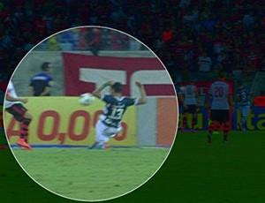 frame penalti goias x flamengo (Foto: Reprodução/TV Globo)