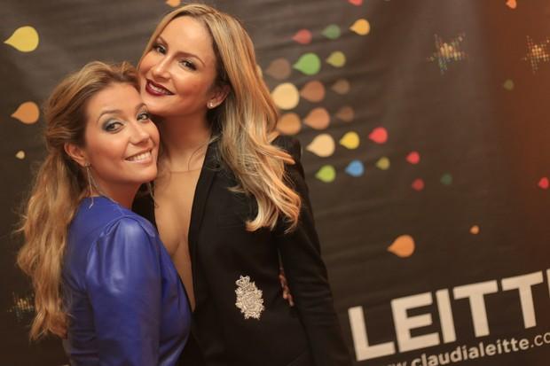Claudia Leitte e Luiza Possi no camarim (Foto: Fred)