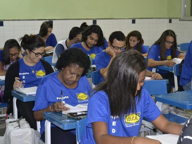 Jovens predominam na sala de aula de cursinho preparatório (Foto: Naiara Arpini/ G1 ES)