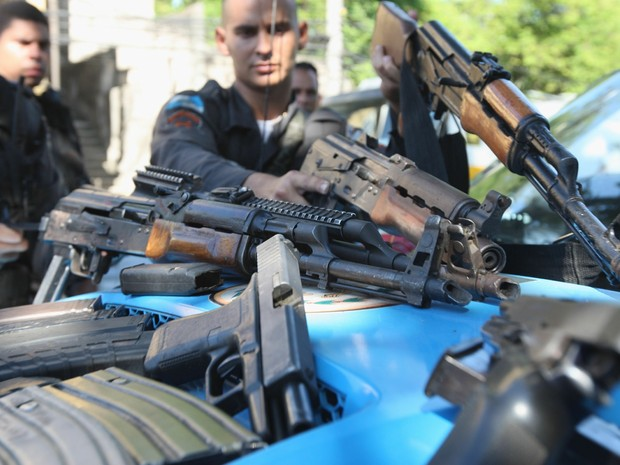 Rio operação Subúrbio apreensões Morro do Juramento (Foto: Severino Silva/Agência O Dia/Estadão Conteúdo)