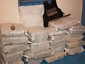 PF apreende mais drogas de avião que foi interceptado em Indianópolis (Foto: Reprodução/TV Integração)