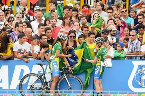 Foto (Foto: Brasileiras com a torcida na Espanha / Divulgação CBC)