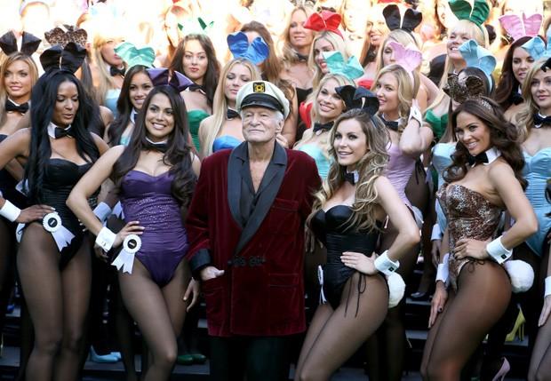 Hugh Hefner celebra com coelhinhas da Playboy os 60 anos da revista (Foto: Getty Images)