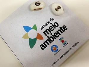 Ecobags e sementes mágicas foram distribuídas para a população durante a semana. (Foto: Camilla Coriolano / TV Cabo Branco)