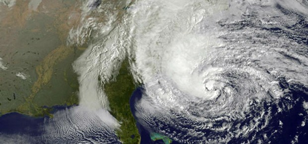 Imagem de satélite mostra a aproximação da tempestade Sandy (Foto: Weather Underground/AP)