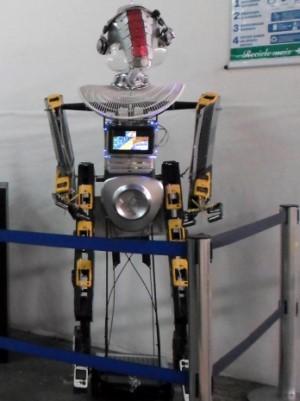G1 Robô Usa Linguagem Em Libras Para Estimular Consumo Consciente
