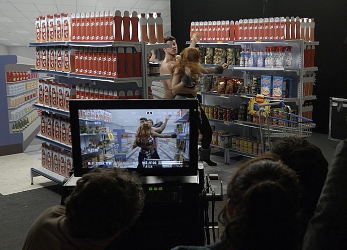 Gravação do comercial termina em confusão (Foto: TV Globo)