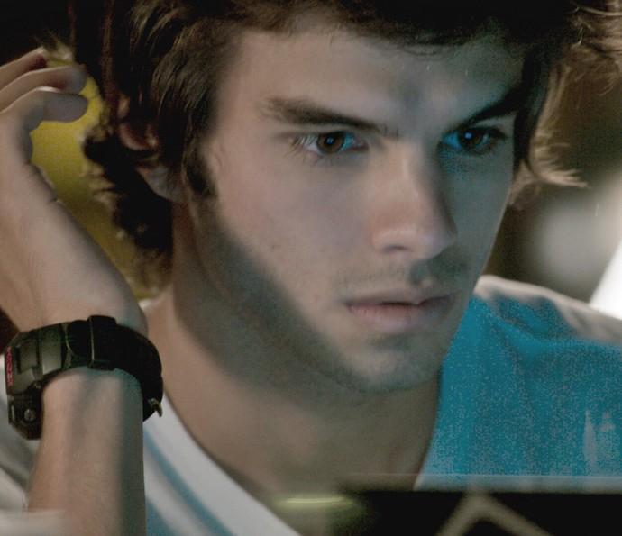 Fabinho fica chocado com descoberta (Foto: TV Globo)
