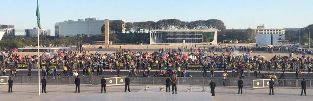 Servidores do Judiciário e MPU fazem ato na Praça dos Três Poderes por recomposição salarial (Foto: Filipe Matoso / G1)