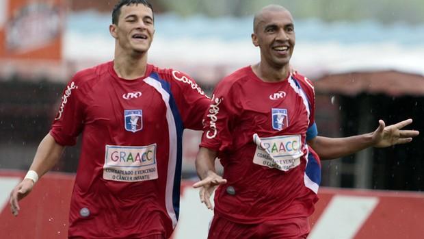 Renato Peixe e Jonatas Belusso marcaram os gols do Guaratinguetá (Foto: Fábio Rubinato/ Divulgação)