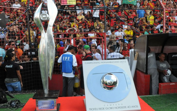 Troféu Campeão Pernambucano (Foto: Aldo Carneiro)