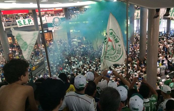 Embarque Palmeiras Congonhas (Foto: Tossiro Neto)