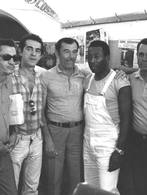 Pelé na barbearia de Dunga (Foto: Arquivo Pessoal)