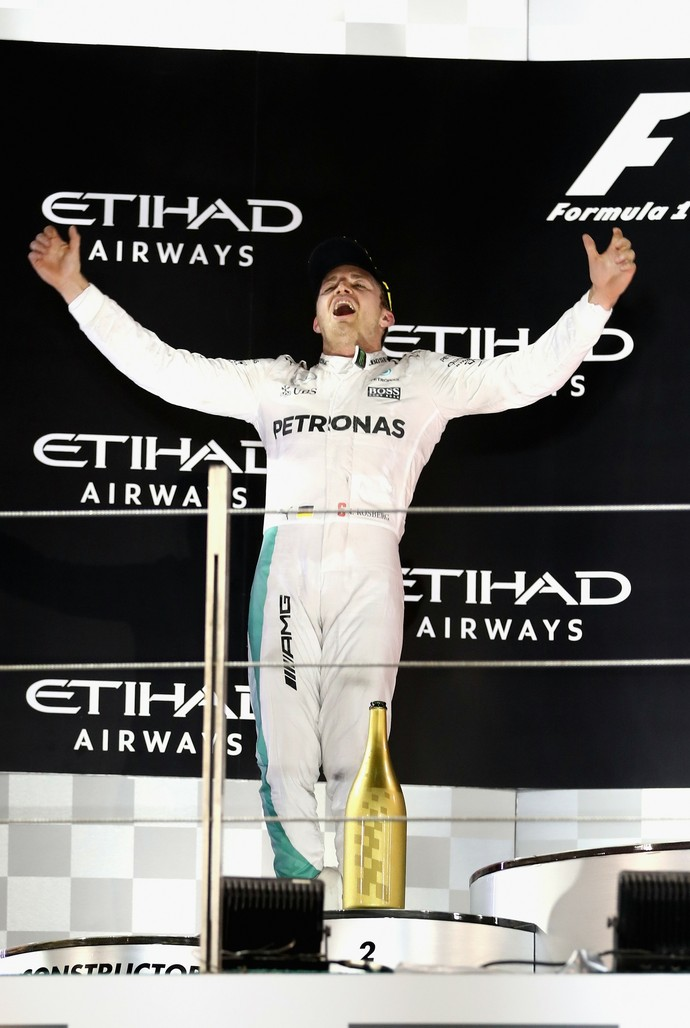 Nico Rosberg celebra título no pódio do GP de Abu Dhabi (Foto: Getty Images)