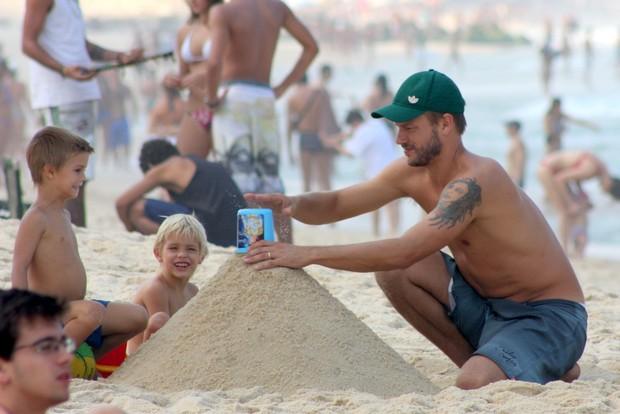 Rodrigo Hilbert Brinca com Filhos (Foto: Jc Pereira /Foto Rio News)