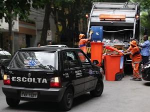Garis que não aderiram a greve estão contando com escolta armada para trabalhar (Foto: Ricardo Cassiano/Divulgação/Prefeitura do Rio)