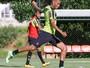 Diego Aguirre relaciona 19 jogadores para o duelo com a Caldense, no Horto