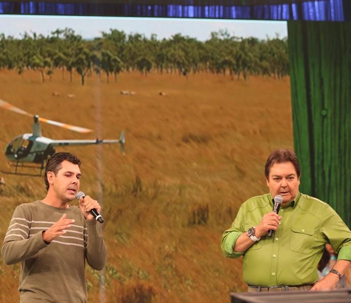 oão Paulo Krajewski acompanhou o trabalho da dupla Josh e Travor, na Austrália, e contou tudo no palco do Domingão (Foto: Carol Caminha / Gshow)