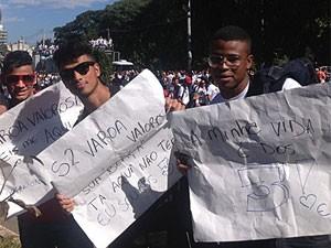Amigos foram à marcha em busca de 'varoa valorosa'  (Foto: Luna D'Alama)