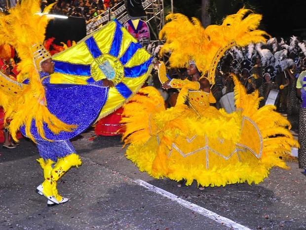 Escolas de samba encerraram o domingo de desfiles no Carnaval Tradição em João Pessoa  (Foto: Manoel Martiliano/Secom-JP)