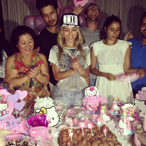 Sabrina Sato com o namorado, João Vicente de Castro, e a família no aniversário da apresentadora em São Paulo (Foto: Instagram/ Reprodução)