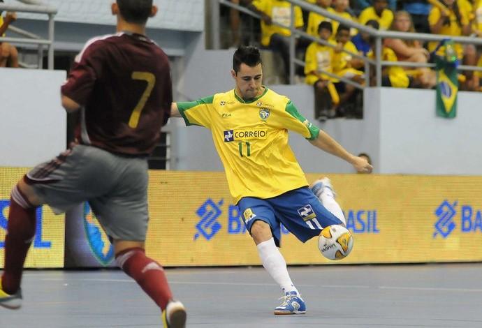 Neto futsal Brasil x Venezuela (Foto  Luciano Bergamaschi CBFS) c191f9e178cc6