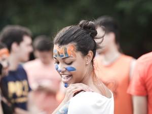 Caloura da USP mostra o rosto pintado (Foto: Caio Kenji/G1)