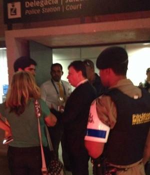 Marcelo Adnet leva chute, desiste de B.O. por causa da demora e perdoa agressor   2014