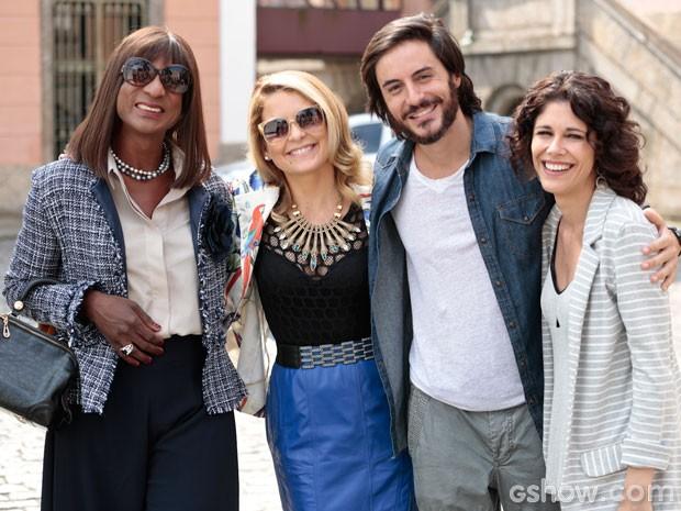 Equipe reunida para a foto: Luís Miranda, Cláudia Abreu, Ricardo Tozzi e Juliana Martins (Foto: Felipe Monteiro/TV Globo)