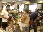 Em Montes Claros, consumidores lotam supermercados e mercados