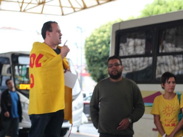 Ato contra o aumento teve roda de conversa em Poços (Foto: Jéssica Balbino/ G1)