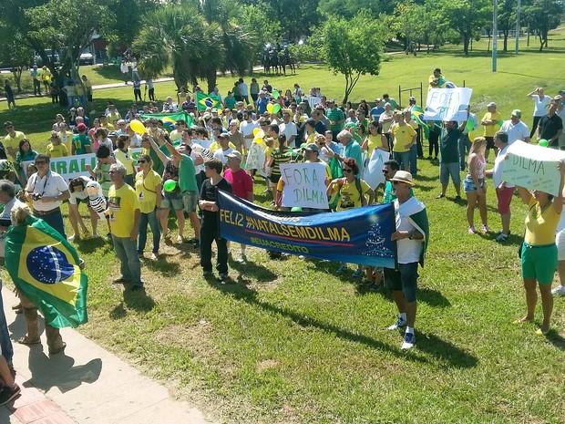 Manifestação reuniu prudentinos na manhã deste domingo (13) (Foto: Stephanie Fonseca/G1)