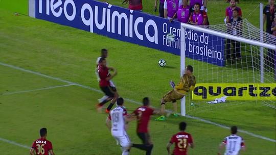 """Magrão fecha o gol do Leão com defesas difíceis e é """"vilão"""" da rodada"""