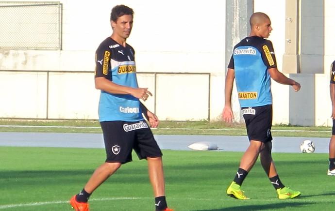 Bolívar no treino do Botafogo (Foto: Gustavo Rotstein)