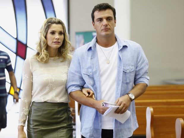 Flávia Alessandra e Rodrigo Lombardi também estavam na cena (Foto: Salve Jorge/TV Globo)