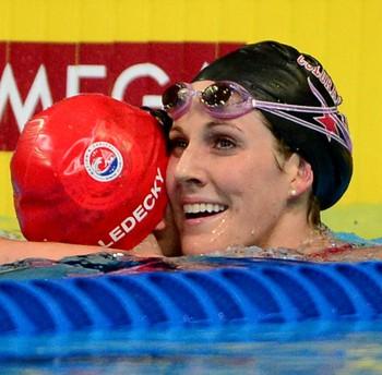 seletiva natação EUA - Missy Franklin e Katie Ledecky comemoram as vagas nos 200m livre (Foto: Getty Images)