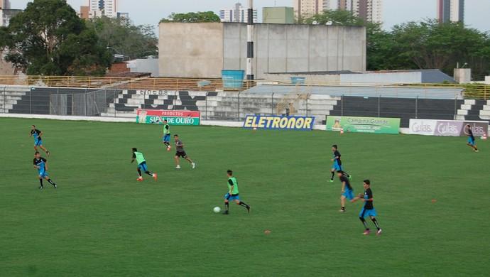 Treino do Treze no Presidente Vargas (Foto: Silas Batista / GloboEsporte.com)