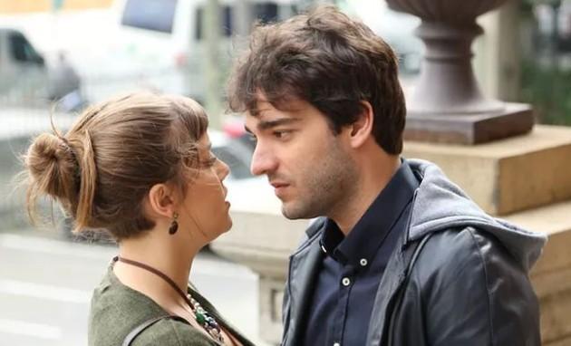 Alice Wegmann e Humberto Carrão em 'A lei do amor' (Foto: Carol Caminha/Gshow)