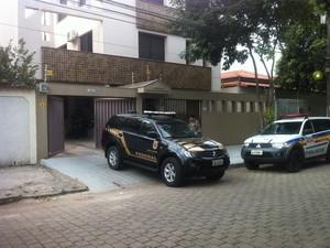 Presidente do Esporte Clube Democrata é preso pela Polícia Federal, em Governador Valadares (MG). (Foto: Sávio Scarabelli/G1)