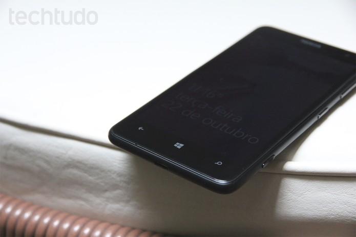 Lumia 625 tem tela de 4,7 polegadas (Foto: Luciana Maline/TechTudo)