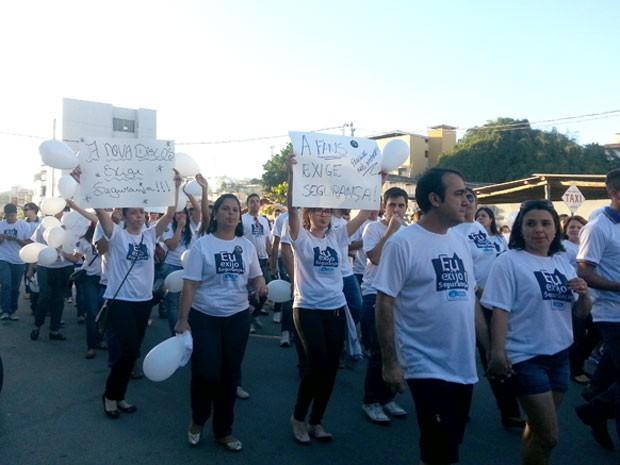 comerciantes e CDL realizam manifestação em Nova Serrana MG (Foto: Marina Alves/G1)