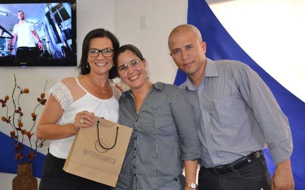 A jornalista Ana Fontes junto da coordenadora de RH, Polyana Isidrio e o diretor de Tecnologia, João Roberto (Foto: Divulgação / TV Sergipe)