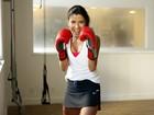 Anna Lima mostra os exercícios que faz para manter o corpo em forma aos 40 anos