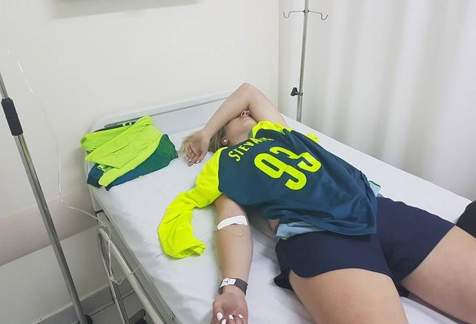 Priscilla Stevaux foi para o hospital após tombo em prêmio (Foto: Reprodução/Facebook)
